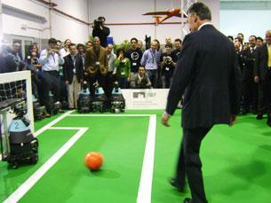 Cavaco Silva marcou um golo numa baliza defendida por um robô