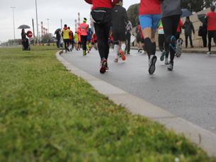 Os participantes puderam optar pela caminhada de 5 quilómetros, sem fins competitivos, ou pela corrida de 10 quilómetros Foto: Marta Lago