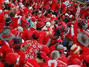 """Manifestação levada a cabo pelos """"camisas vermelhas"""" em Abril do ano passado Foto: Adaptorplug /  Flickr"""