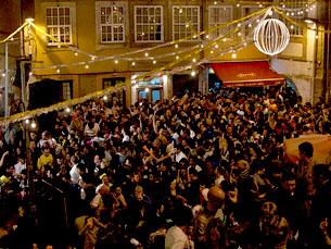 Milhares de pessoas enchem as ruas na noite de São João Foto: Darko Pevec/Flickr