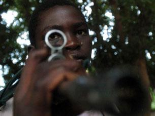 Os jornalistas fazem treino militar para cobrir conflitos Foto: Alfredo Leite/JN