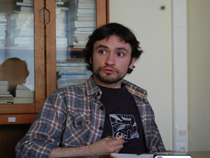 José Soeiro, do BE, debateu as propostas da AEFCUP para o Ensino Superior Foto: Joana Quaresma