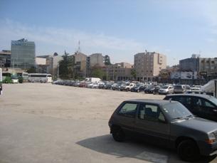 O parque de estacionamento do Campo 24 de Agosto é pago de segunda a sábado, entre as 08h00 e as 20h00 Foto: Daniela Neto