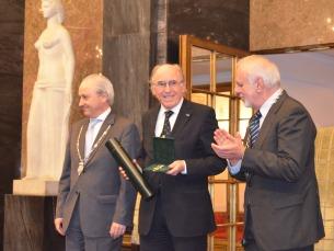 O reitor da Universidade do Porto, Marques dos Santos, recebeu o prémio Foto: Ana Magalhães