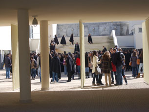 Centenas de alunos das duas faculdades assistiram à inauguração do novo edifício Foto: Ricardo Dias