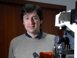 Com apenas 34 anos, Hélder Maiato lidera o projecto de investigação vencedor da bolsa do HSFP Foto: DR