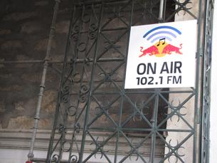 A 102.1 FM anima o mercado do Bolhão até dia 11 de Março Foto: Luciano Santos