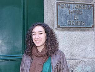 """Rita Seguro é uma das responsáveis pela escola dominical e faz parte do """"Louvor"""" Foto: Afonso Ré Lau"""