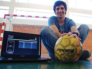 """João Lopes desenvolveu o """"Futsal Manager"""" sozinho, criando um simulador que permite o controlo de diferentes aspetos do jogo Foto: DR"""