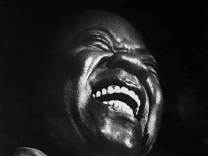 Louis Armstrong, fotografado num clube nocturno nova