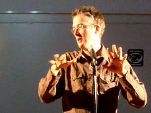Mark Hosler, dos Negativland, deu uma conferência na FLUP Foto: Sara Otto Coelho