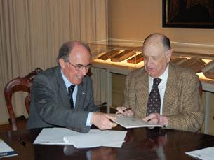 Marques dos Santos e José Luís Novaes assinaram o acordo Foto: João Nápoles