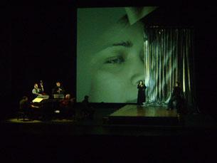 Música, dança, teatro e vídeo. Tudo num único espectáculo no TNSJ Foto: Catarina Leite