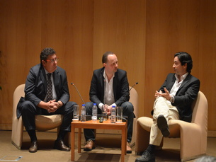 Henrique Jones e João Aroso foram os convidados em tertúlia moderada por Germano Almeida Foto: Francisco Sebe