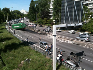 O acidente está a congestionar o trânsito no sentido Porto