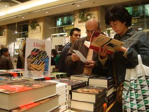O Dia Internacional do Livro foi festejado pela noite dentro com descontos de 10% Foto: Nuno de Noronha