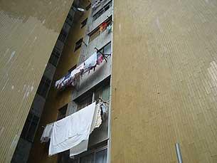 A torre 4 do Bairro do Aleixo está devoluta há meses e está a ser desmantelada Foto: Arquivo JPN