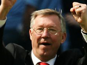 Alex Ferguson eleva para 25 os troféus que já conquistou ao serviço do clube de Manchester Foto: Manchester United