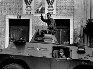 Alfredo Cunha gastou cerca de 40 rolos no dia 25 de abril de 1974 Foto: Alfredo Cunha