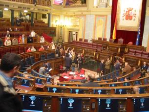 Os deputados espanhóis acordaram cortes nos seus salários de 312,65 euros mensais Foto: Alvarez Perea /