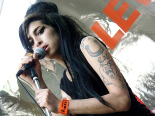 Amy Winehouse (na foto) actua no primeiro dia do festival. Foto: Flickr