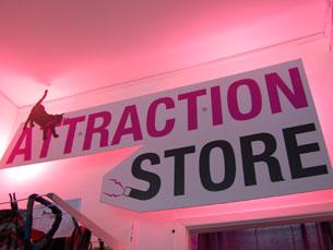 A Attraction Store abriu um espaço de comércio alternativo na Rua Escura Foto: João Nápoles