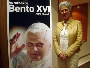 """A vaticanista Aura Miguel apresentou a obra """"As Razões de Bento XVI"""", no Porto Foto: Marta Afonso"""