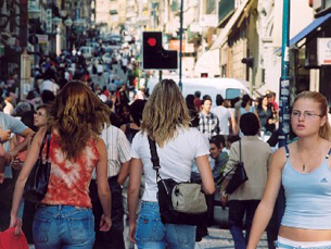 Medida pretende atrair pessoas para a baixa do Porto à noite e diminuir a insegurança Foto: Porto Vivo