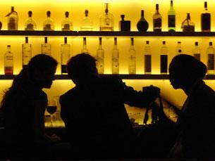 A linguagem corporal é determinante no momento de querer ser atendido, num bar Foto: glennharper/Flickr