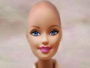 """A """"amiga"""" careca da Barbie quer ajudar as crianças com cancro a ultrapassar a perda do cabelo Foto: DR"""