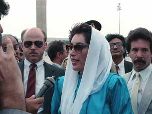 Benazir Bhutto, enquanto primeira ministra, numa visita de Estado a Washington, em 1988 Foto: Domínio público