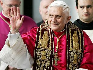 Bento XVI rezou numa missa celebrada em Fátima pela Humanidade Foto: DR