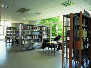 As bibliotecas municipais de Gaia e Porto disponibilizam vários recursos para os cidadãos invisuais Foto: DR