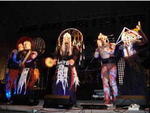 """Os novos fatos da banda são """"luminosos"""" Foto: DR"""