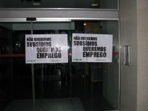 No Centro de Emprego e Formação Profissional da Boavista foram colados dois cartazes Foto: DR