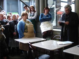 Informar os vendedores do Bolhão foi o principal objectivo da sessão Foto: Diana Ribeiro