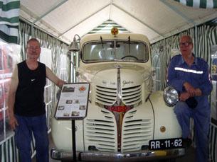 """Ludgero Gaspar e Carlos Freitas são dois dos autores da restauração da """"Dodge"""" Foto: Verónica Pereira"""