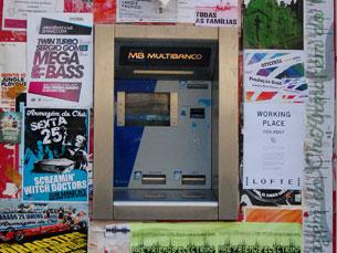 """O multibanco pode ser a nova """"mesa de voto"""" Foto: Tânia Monteiro"""