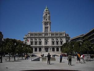 Perto da Praça da Trindade chegaram a estar perto de 400 pessoas Foto: Béria Lima/Flickr