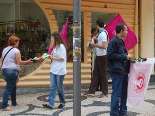 Os socialistas usam ao Facebook para relatar as diferentes campanhas pelo país Foto: Mariana Catarino