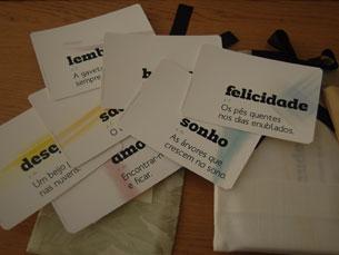 Os postais com definições de palavras são alguns dos novos produtos da Caramelo Foto: Ana Maria Henriques