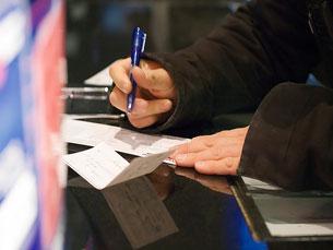 Mais de mil cheques por dia não têm cobertura Foto: CarbonNYC/Flickr