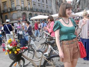 """O estilo e a boa disposição não faltaram no """"Oporto Cycle Chic"""" Foto: Tânia Monteiro"""