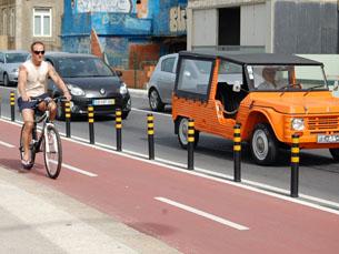 Cada vez mais pessoas trocam o carro pela bicicleta Foto: Katherine Oliveira