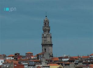 """No Porto, existe sempre a sensação de que a Torre dos Clérigos está constantemente """"à espreita"""" Foto: JPN"""
