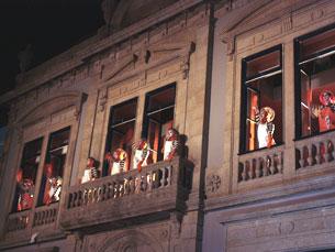 Actores da ACE actuaram nas varandas do Constantino Nery Foto: Sara Santos Silva