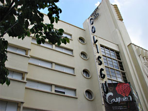 O desenho assimétrico da fachada é uma das características do Coliseu do Porto Foto: Arquivo JPN