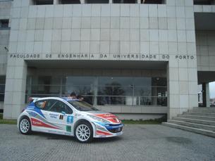 Os carros de competição de alguns pilotos foram expostas no exterior da FEUP Foto: David Fernandes/Filipe Dinis