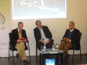 O debate contou com a presença de Alfredo Maia e do jornalista José Manuel Fernandes Foto: Joana Rôxo
