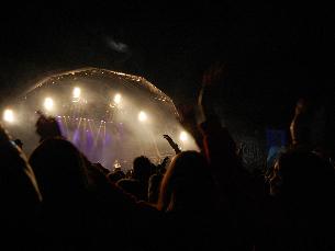 O concerto do Grupo Revelação trouxe muita dança e animação à primeira noite de queima deste ano Foto: Ana Catarina Medeiros